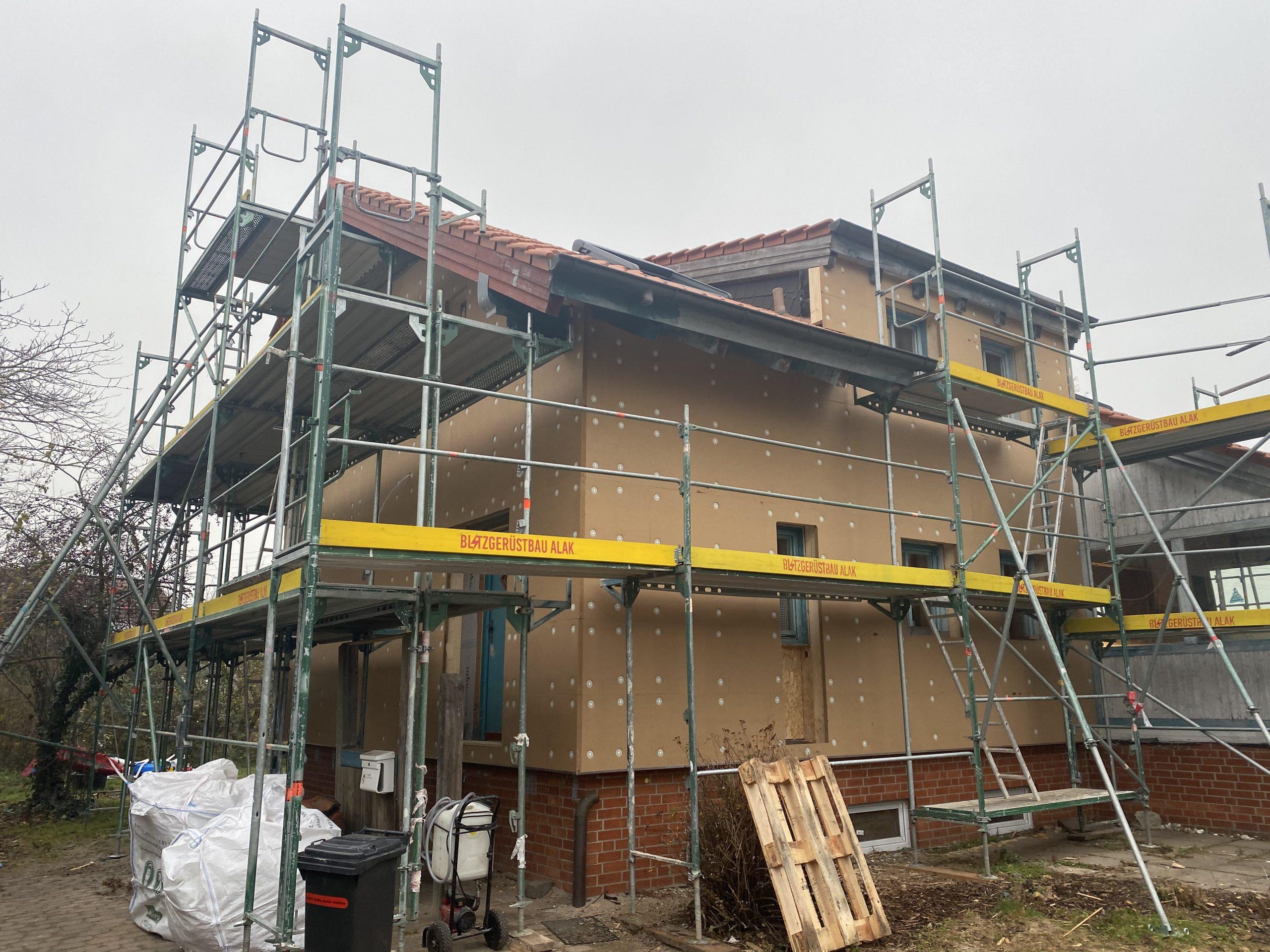 Fassadenrenovierung in Ronnenberg mit sibirischer Lärche vorher 1